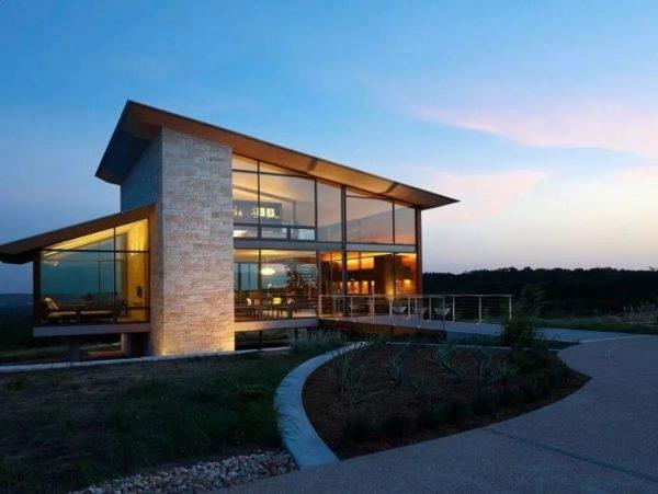 Строительство дома с панорамным остеклением