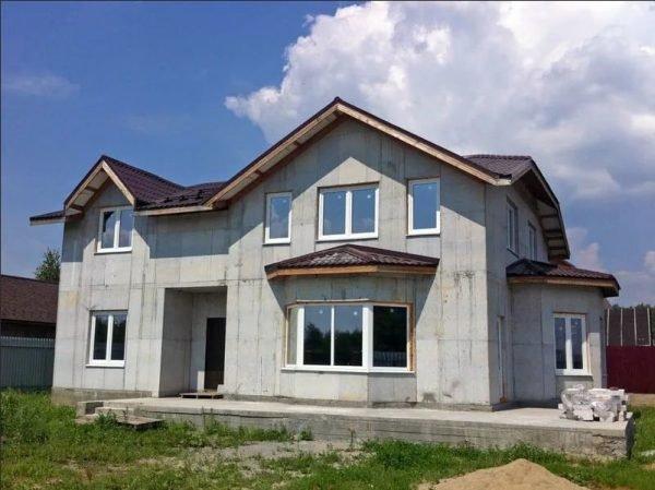Строительство загородного дома из монолитного бетона
