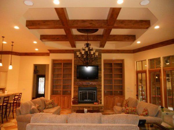 монтаж потолка из дерева