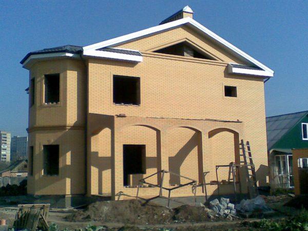 Строительство домов с кирпичными арками