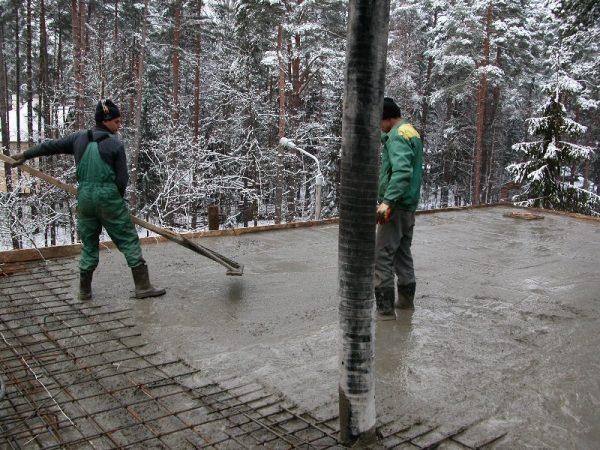 Особенности зимнего строительства: заливка фундамента